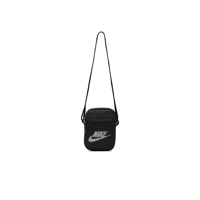 010 Mała sportowa torebka na długim pasku - Nike czarna